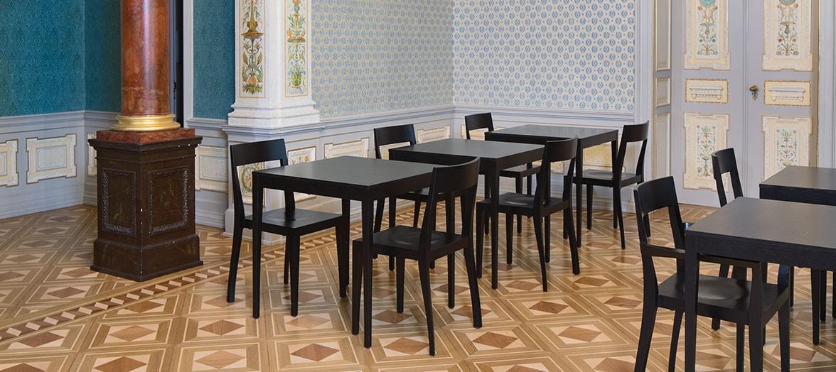 Schindlersalmerón F/03 Flankenschnitt-Tisch / Flankenschnitt-Stuhl